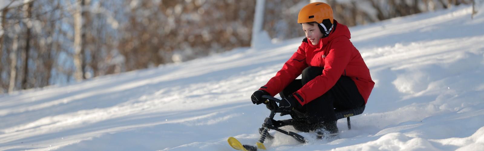 Hamax snow sledges children having fun